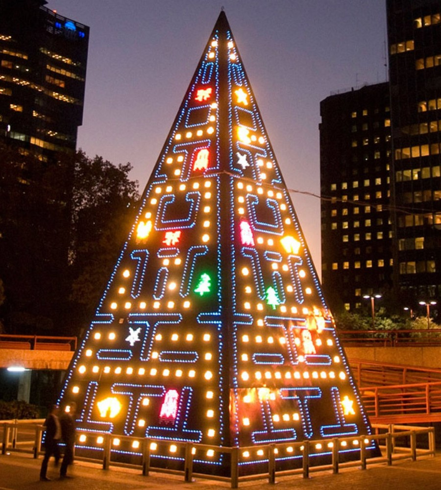 #5 | From Pillows To Lost & Found Items: The Coolest And Weirdest Christmas Trees You've Seen So Far | Zestradar