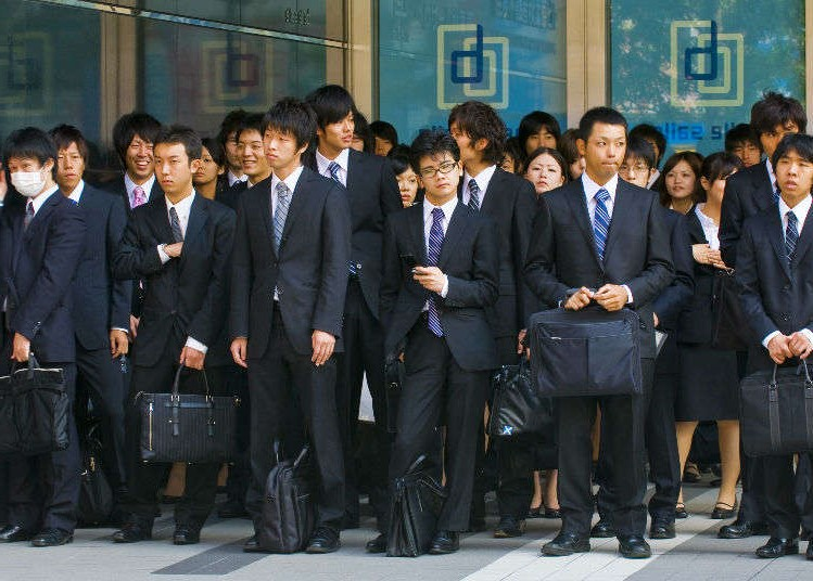 This image has an empty alt attribute; its file name is Japan-students.jpg