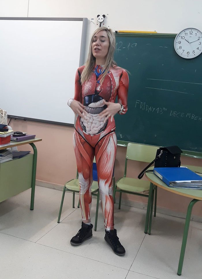 Teacher Gives A Lesson In Anatomy Wearing A Cool Full Body Suite Showing Internal Organs | Zestradar