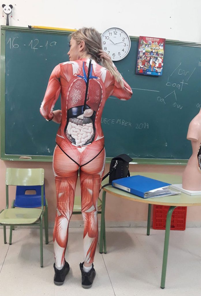 | Teacher Gives A Lesson In Anatomy Wearing A Cool Full Body Suite Showing Internal Organs | Zestradar