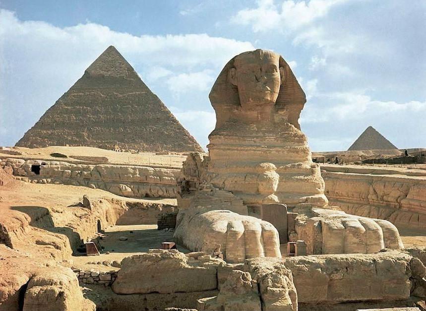 Khafre and Khufu Pyramids | 7 Ancient Pyramids Around The World | Zestradar