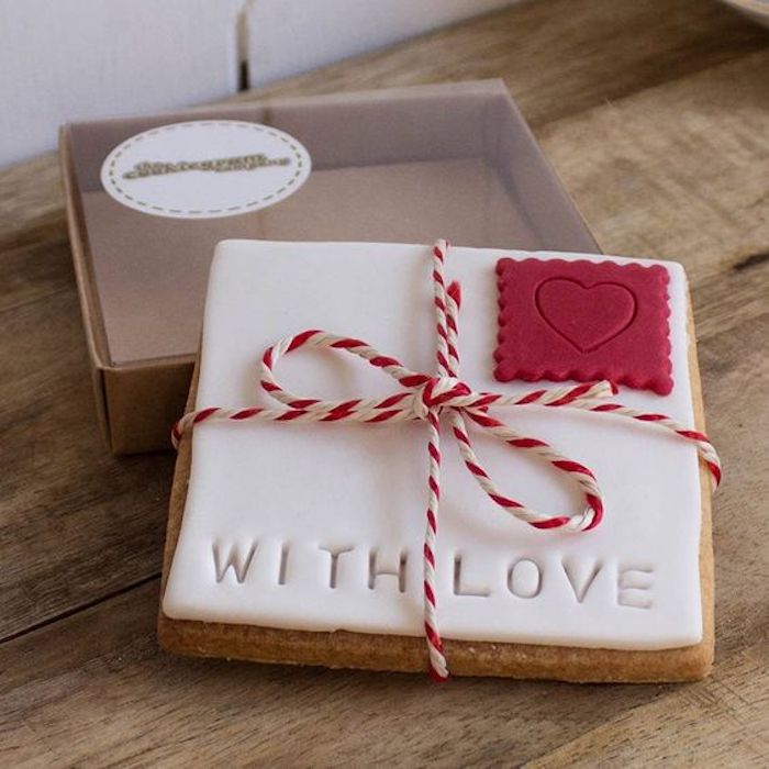 Letter of Love | 12 Cute Valentines Day Cookies Ideas | Zestradar