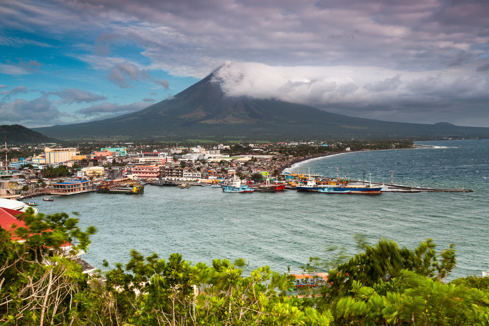 This image has an empty alt attribute; its file name is Mayon-Volcano-Philippines.jpg