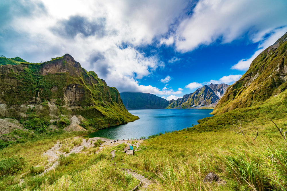This image has an empty alt attribute; its file name is Mount-Pinatubo-the-Philippines.jpg