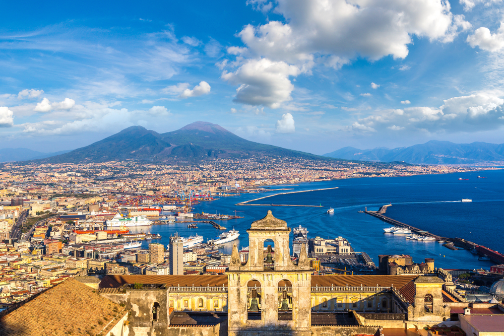 This image has an empty alt attribute; its file name is Mount-Vesuvius-Italy.jpg