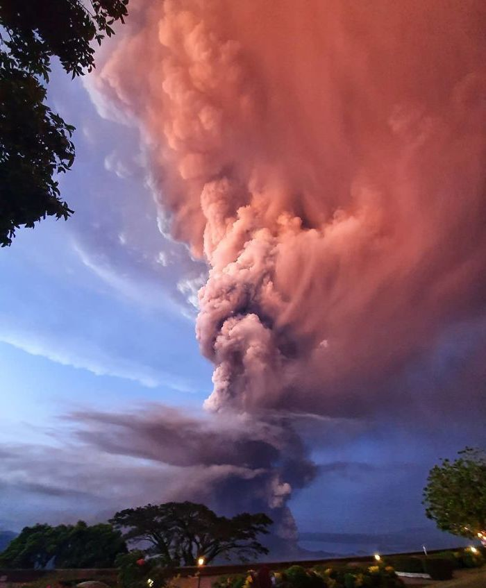 The Taal Volcano Has Just Erupted On The Philippines, And It's Horrifyingly Beautiful #10 | Zestradar