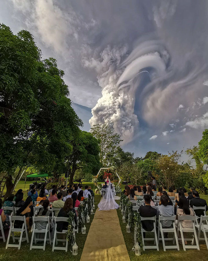 The Taal Volcano Has Just Erupted On The Philippines, And It's Horrifyingly Beautiful #2 | Zestradar