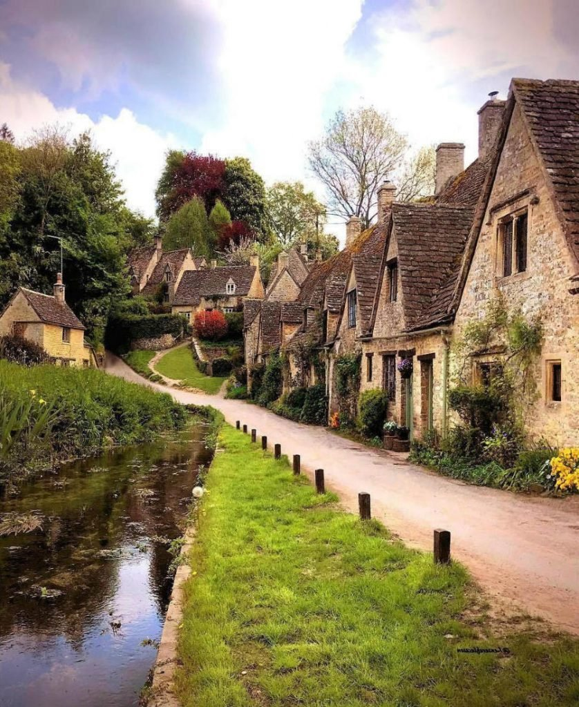 Bilbury, England | These Are Arguably The Most Beautiful Villages On Earth | Zestradar