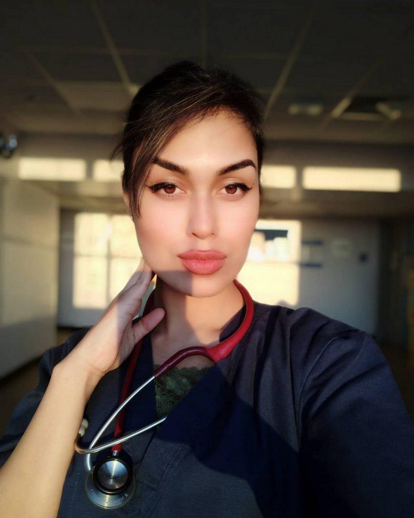 Бхаша Мукерджи | Удивительные истории Великобритании: возвращение во врачебную практику | Zestradar