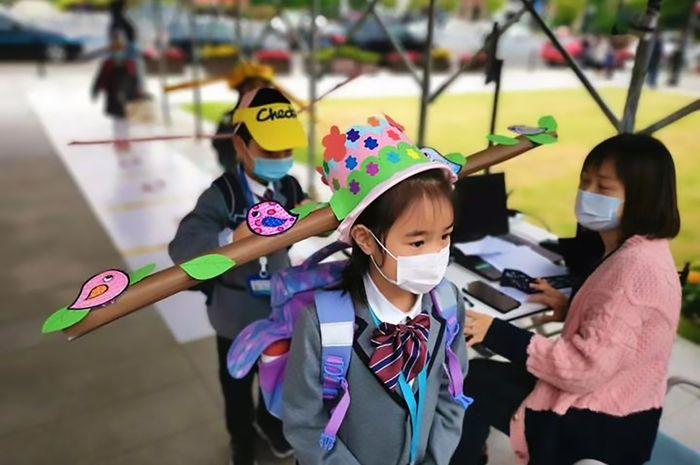 Chinese School Kids Wearing Strange Anti-COVID Hats #2   Brain Berries