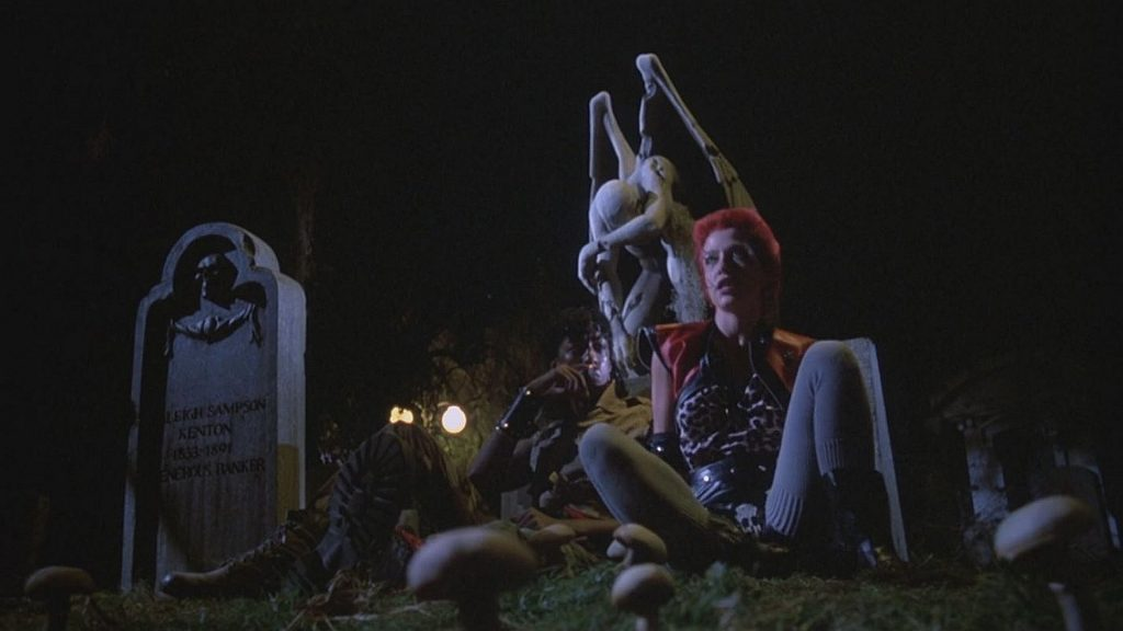 Возвращение живых мертвецов | Старые фильмы ужасов, которые сейчас вызовут смех | Zestradar