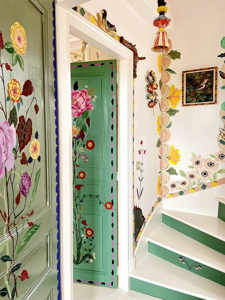 #9 | Сказочный дом французской художницы, стены  которого стали картинами | Zestradar