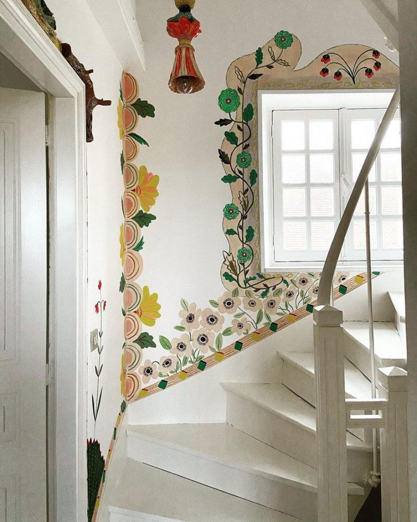 #7 | Сказочный дом французской художницы, стены  которого стали картинами | Zestradar