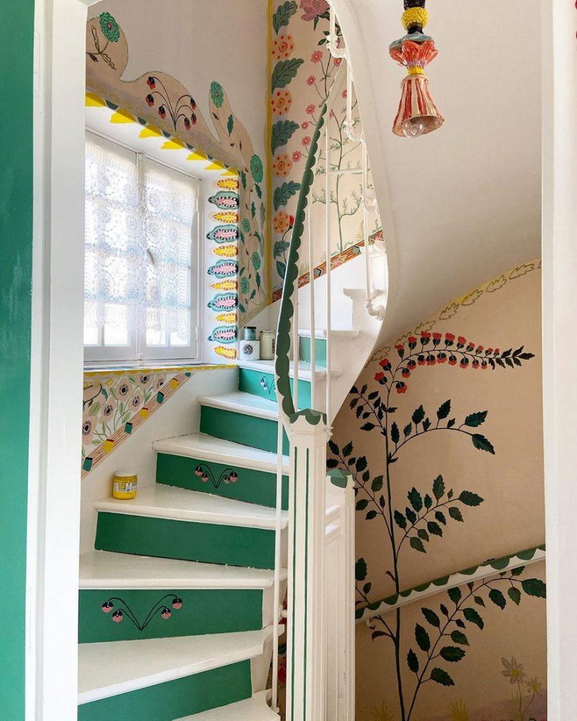#12 | Сказочный дом французской художницы, стены  которого стали картинами | Zestradar