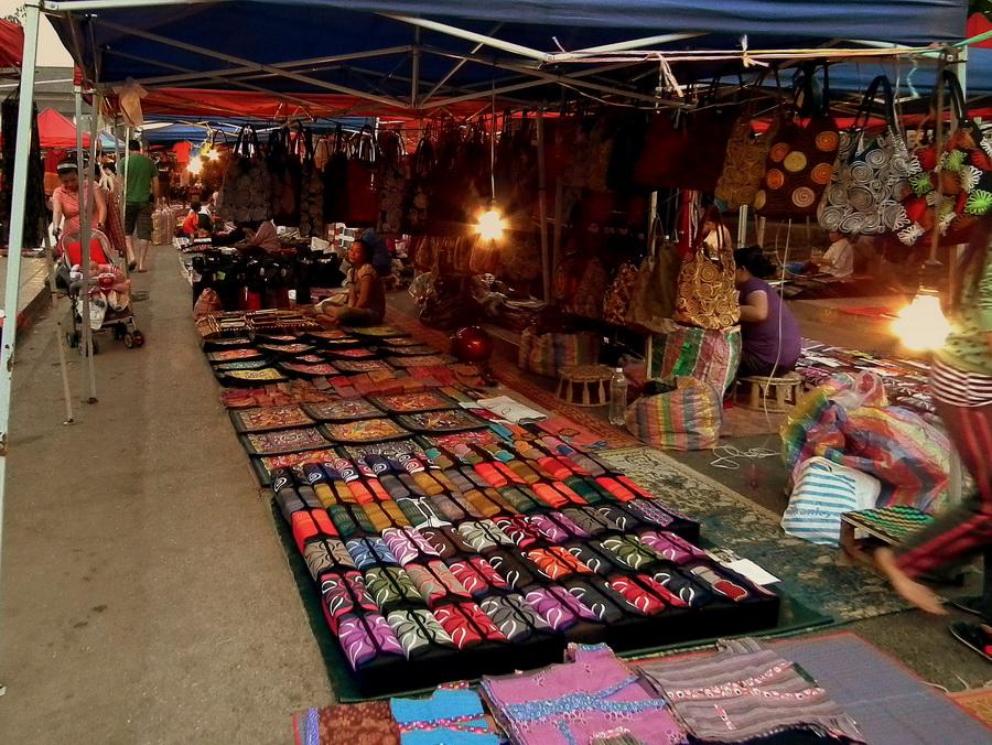 Рынок Луанг Прабанг | Топ-10 самых больших ночных рынков в мире | Zestradar