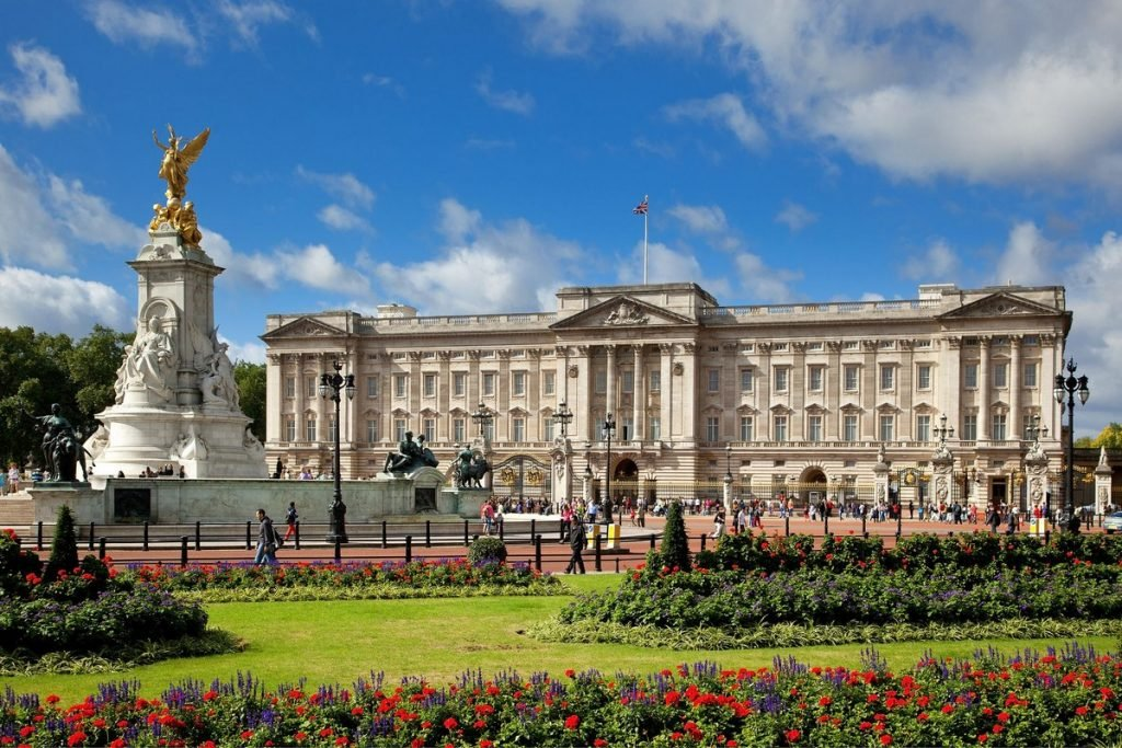 7 Most Beautiful Royal Palaces In The World #2 | Brain Berries