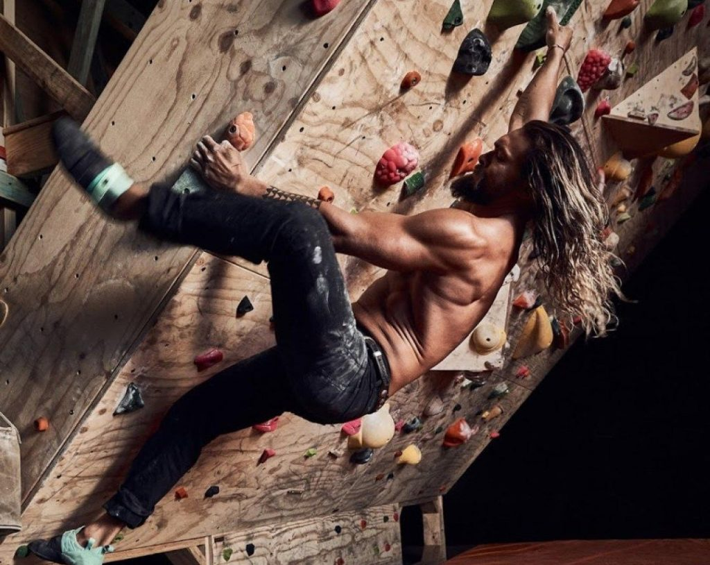 He's a passionate rock climber| 8 Things Everyone Should Know About Jason Momoa | Zestradar