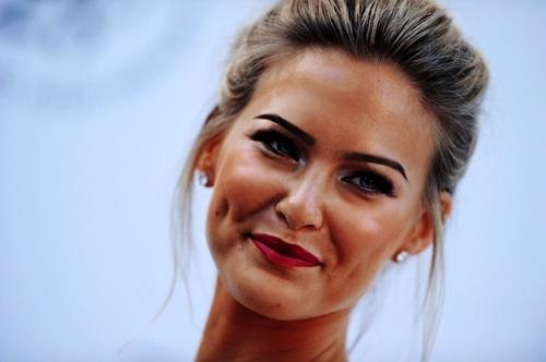 8 Stunning Female Celebrities with Dimples #5 | Brain Berries