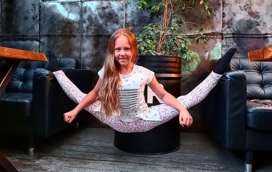 Варвара Гордеева – самый гибкий ребенок в мире | Zestradar
