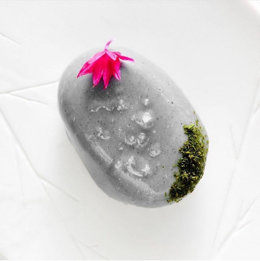 «Фуа-гра в виде гальки», Le CINQ | 10 ресторанов, в которые люди хотят попасть ради одного блюда | Zestradar
