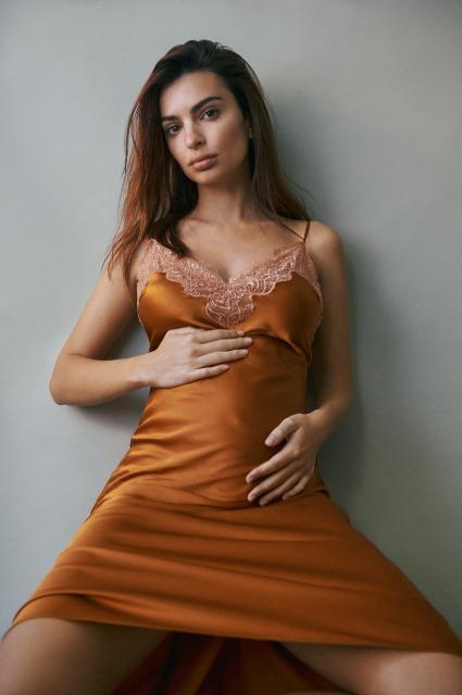 #1 | Emily Ratajkowski Is Pregnant | Zestradar