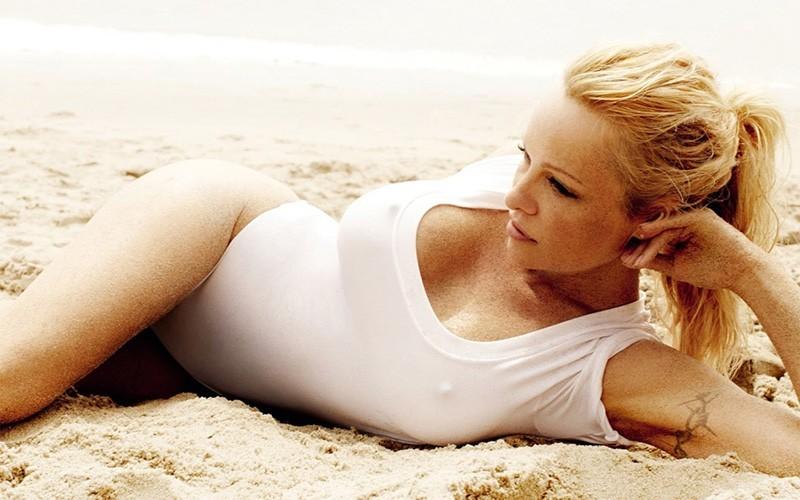 Памела Андерсон | 8 самых сексуальных актрис 90-х, по которым все сходили с ума | Zestradar