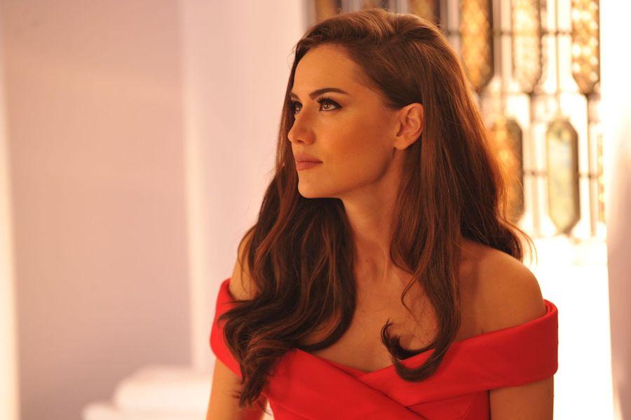 Fahriye Evcen | 10 Most Attractive Actresses in 2020 | Zestradar