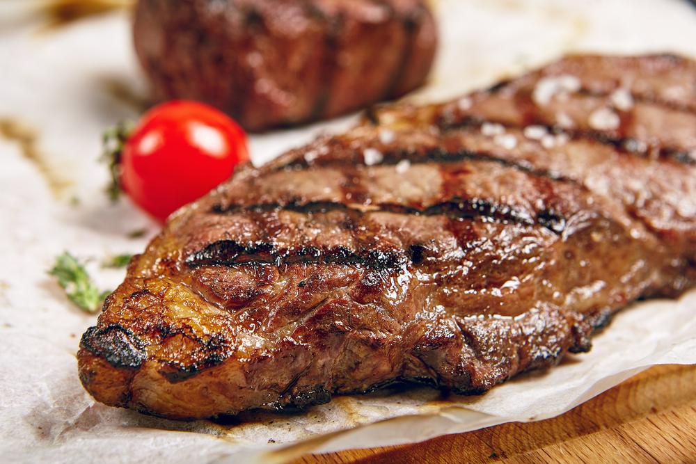 Жареное мясо | 8 самых вредных блюд на новогоднем столе | Zestradar