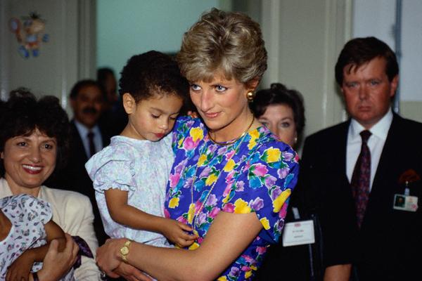 8 Times Princess Diana Broke The Royal Code #8 | Brain Berries