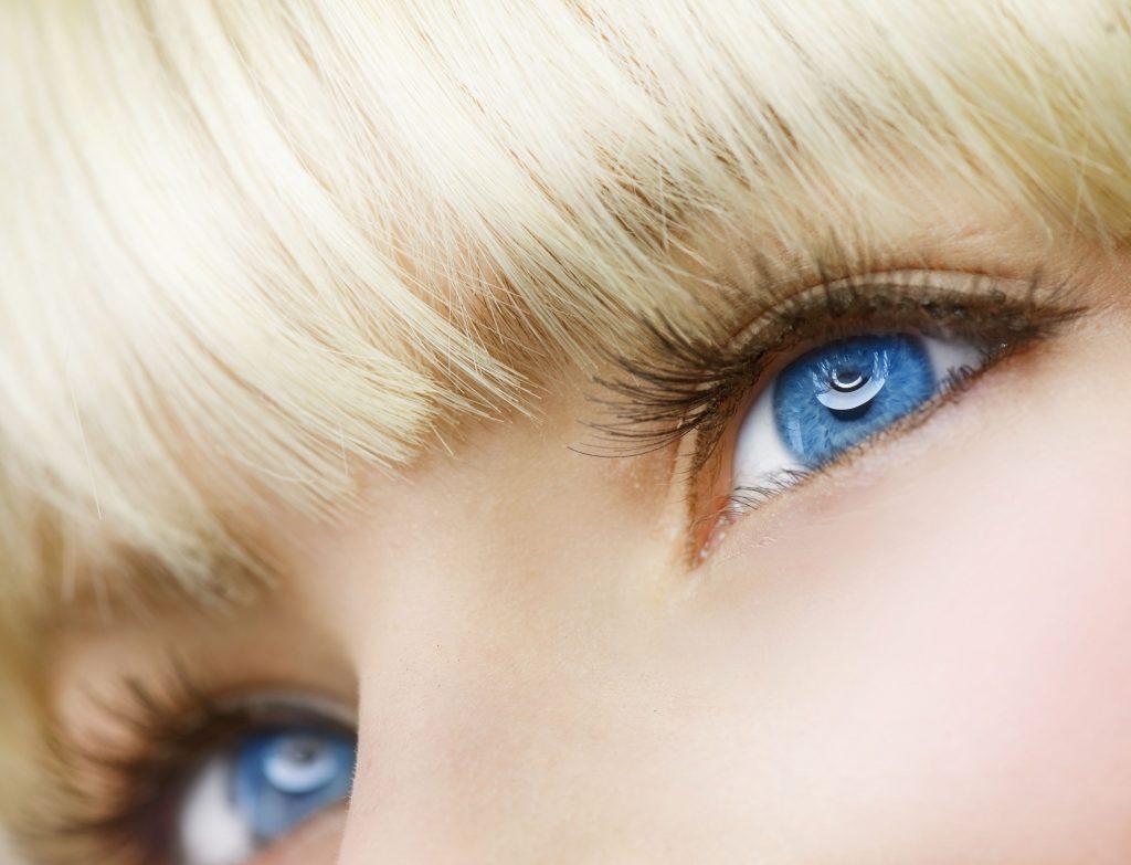 Цветные контактные линзы| Риск ради красоты: модные изменения внешности, которые могут вам навредить | Zestradar