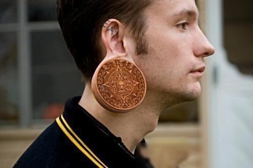 Тоннели в ушах | Риск ради красоты: модные изменения внешности, которые могут вам навредить | Zestradar