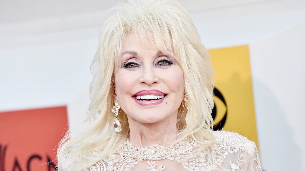 Dolly Parton | 10 Celebrities Who Have Impacted Society Through Their Philanthropy | Zestradar