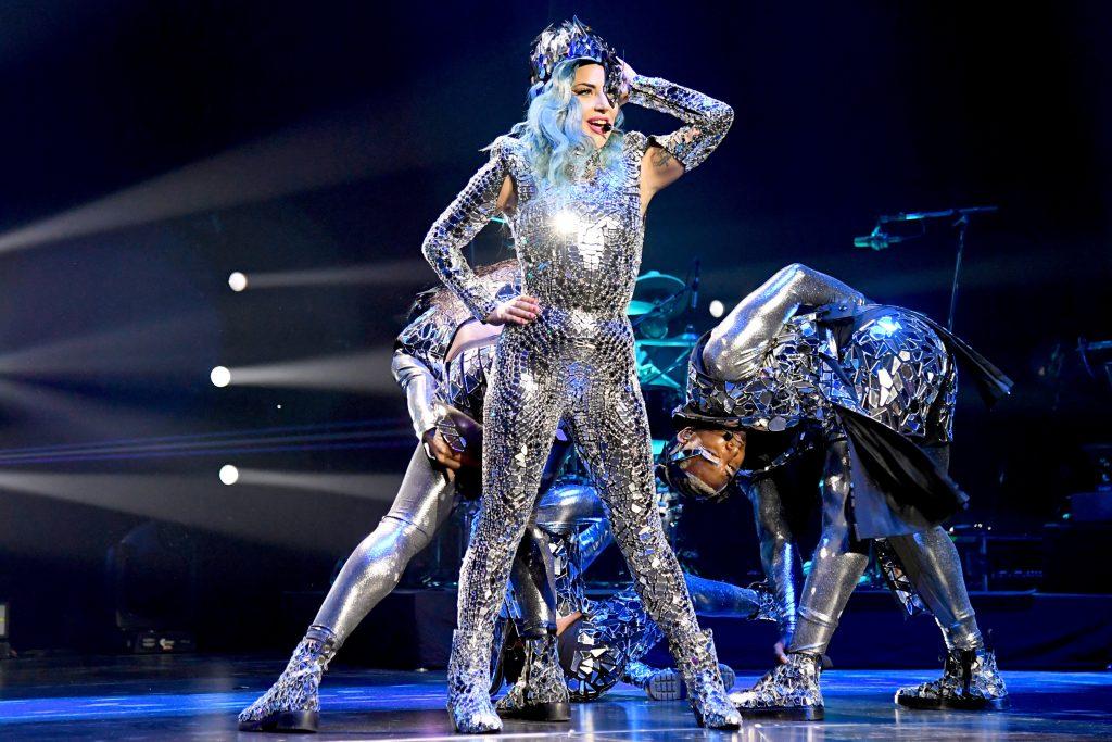 Леди Гага | 9 звезд, которые получили травмы на сцене | Zestradar
