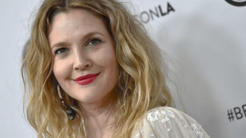 Drew Barrymore | 8 Celebs Who Worked Hard on Their Look and Turned Into Goddesses | Zestradar