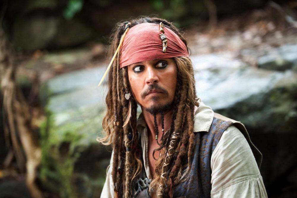 Johnny Depp   10 Male Celebs Who Love Wearing Makeup   Zestradar
