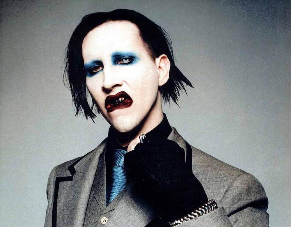 Marilyn Manson   10 Male Celebs Who Love Wearing Makeup   Zestradar