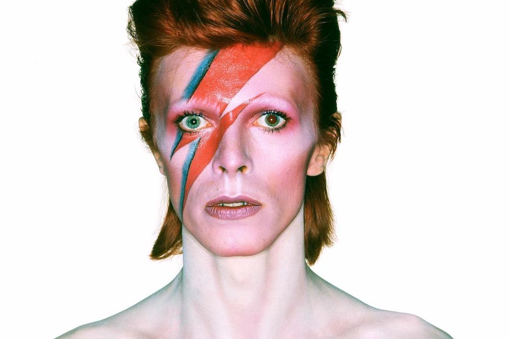 David Bowie   10 Male Celebs Who Love Wearing Makeup   Zestradar
