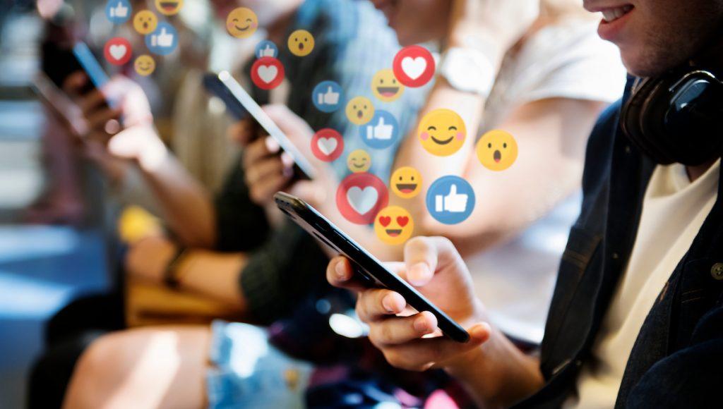 #1   7 Reasons Social Media Is Ruining The World   Zestradar