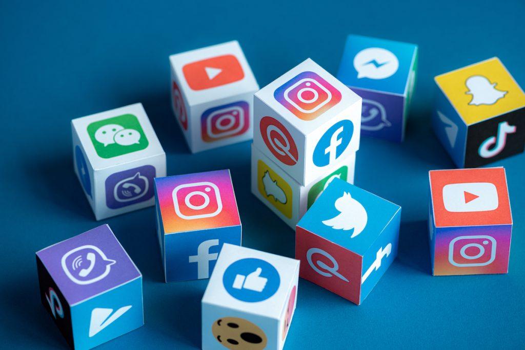 #3   7 Reasons Social Media Is Ruining The World   Zestradar