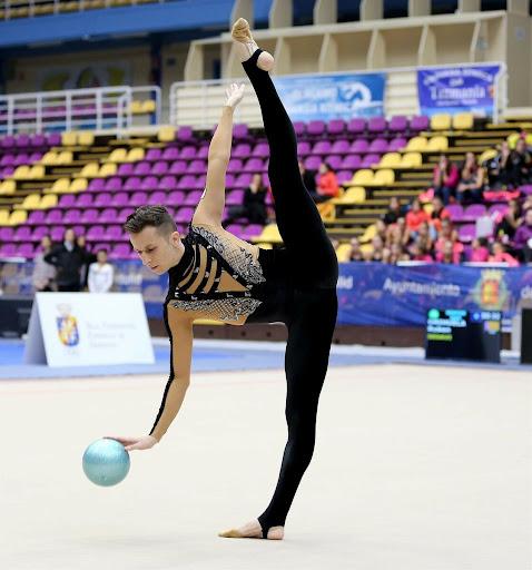 #8   «Мои дети никогда не увидят такое»: Татьяна Навка резко высказалась против мужчин в художественной гимнастике   Zestradar