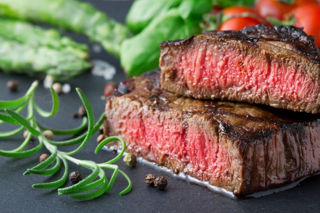 Стейк | 8 очень калорийных продуктов, которые на самом деле полезны для вас | Zestradar