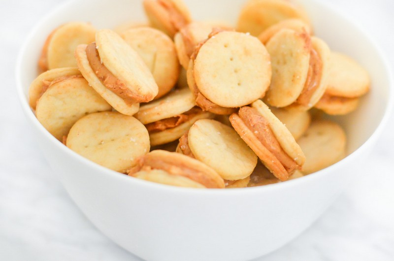 Peanut butter crackers | The Best High Energy Foods For When You're Totally Wiped | Zestradar