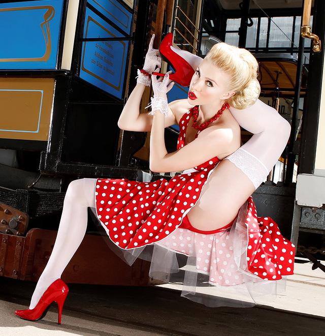 #7 | Без костей: Юлия Гюнтель  — самая гибкая девушка в мире | Zestradar